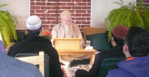 Shaykh Nooruddeen speaks at the zawiyya